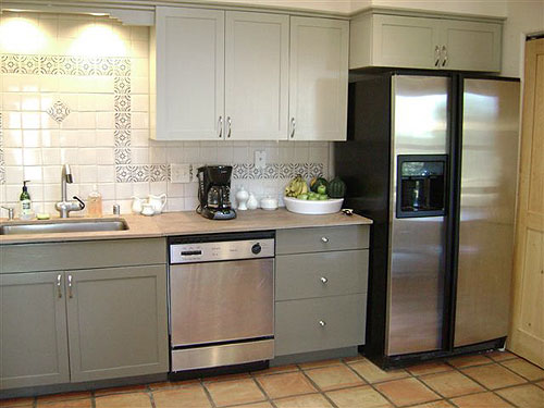 painting kitchen cabinets | twobertis