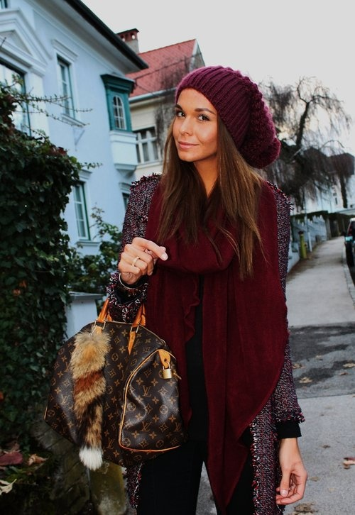 http://chicisimo.com/fashion/outfit/burgundy-155/