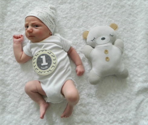 logan - 1month pic2